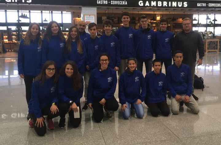 La selección menorquina, en el Aeropuerto de Menorca rumbo a Formentera (Foto: Andrés Pulido)