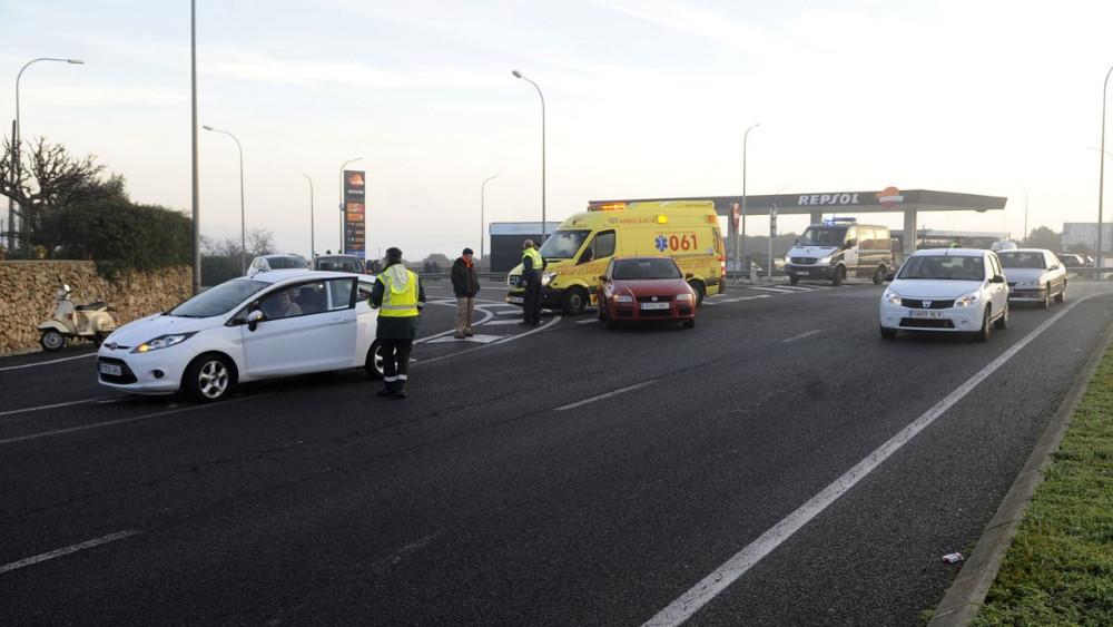 El accidente ha provocado grandes retenciones hasta que ha intervenido la Guardia Civil.