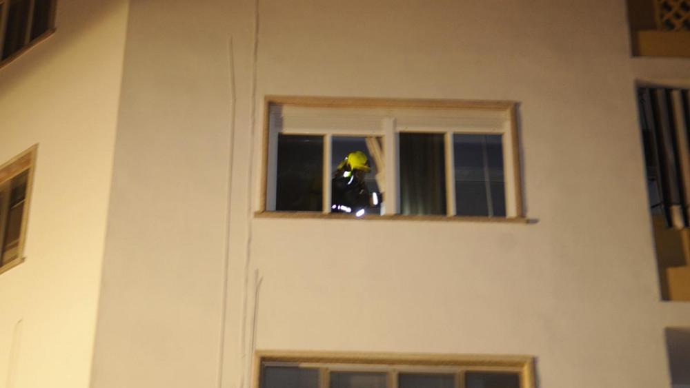 Actuación de uno de los bomberos.