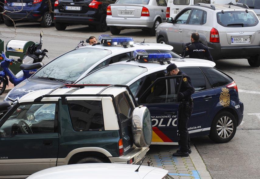 Coches patrulla de la Policía Nacional en Maó.