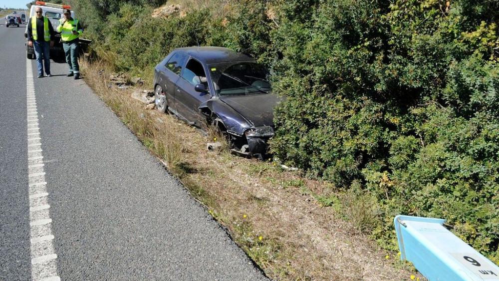 Otra imagen de uno de los coches dañado.