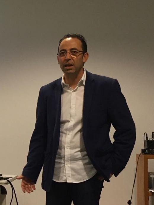 Vicente Martínez, presidente de la Escuela de Entrenadores de Menorca, en una conferencia.