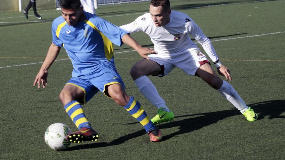 Fabricio trata de sortear a un adversario (Fotos: Serge Cases)