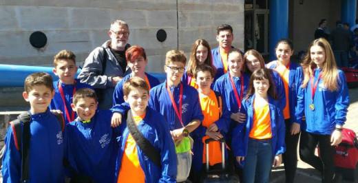 Escolares y técnicos del Físics Ciutadella, tras la competición.