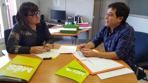 Nel Martí, a la derecha, durante una reunión.