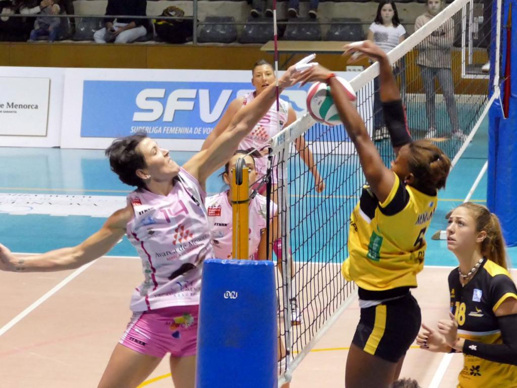 Remate de Noelia Sánchez ante el Aguere.