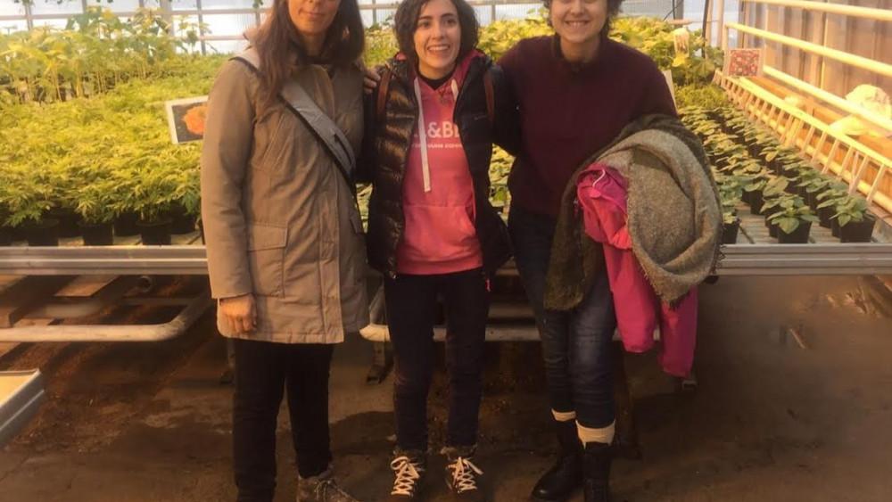 Erica, Neus y Marina, en el invernadero finlandés.