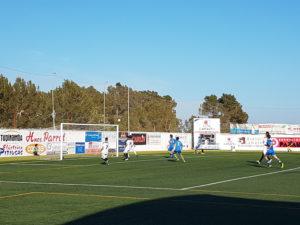Imagen del partido del Peña Deportiva ante el Pennya (Foto: noudiari.es)