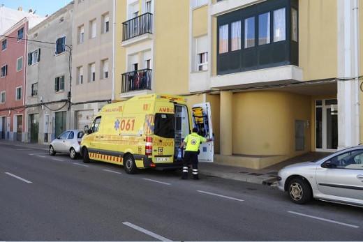 Una ambulancia ha acudido al lugar de los hechos.
