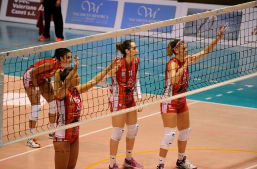 Daysa Delgado, María Barrasa, Sara Esteban y Bea Vázquez, durante un partido (Foto: Tolo Mercadal)