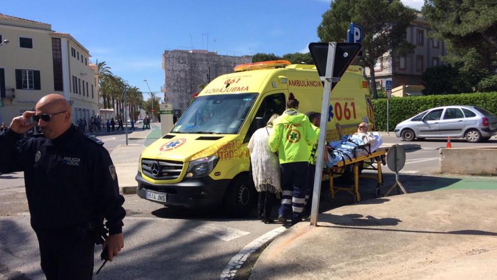 Una ambulancia ha trasladado al herido.