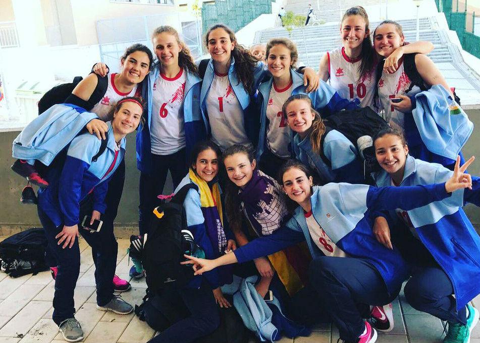 Foto de familia de las campeonas (Foto: CVC)