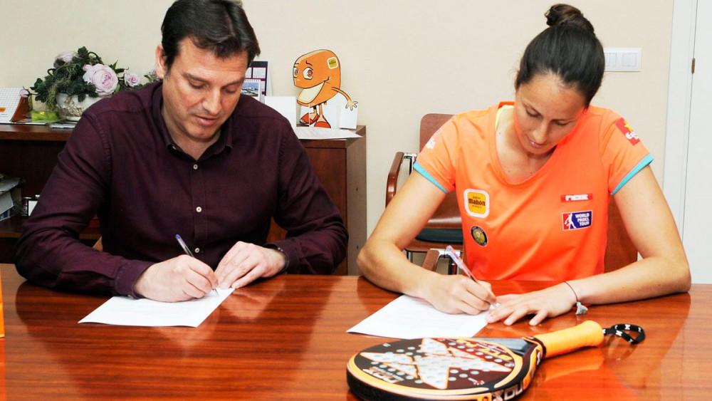 Momento de la firma del acuerdo.