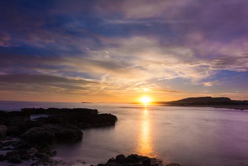 Un atardecer en la playa de Son Bou es un buen atractivo turístico (Foto: Jetcost)