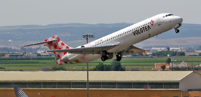 Avión de Volotea en pleno despegue.
