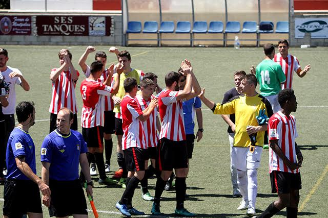 Celebración tras el triunfo (Foto: deportesmenorca.com)