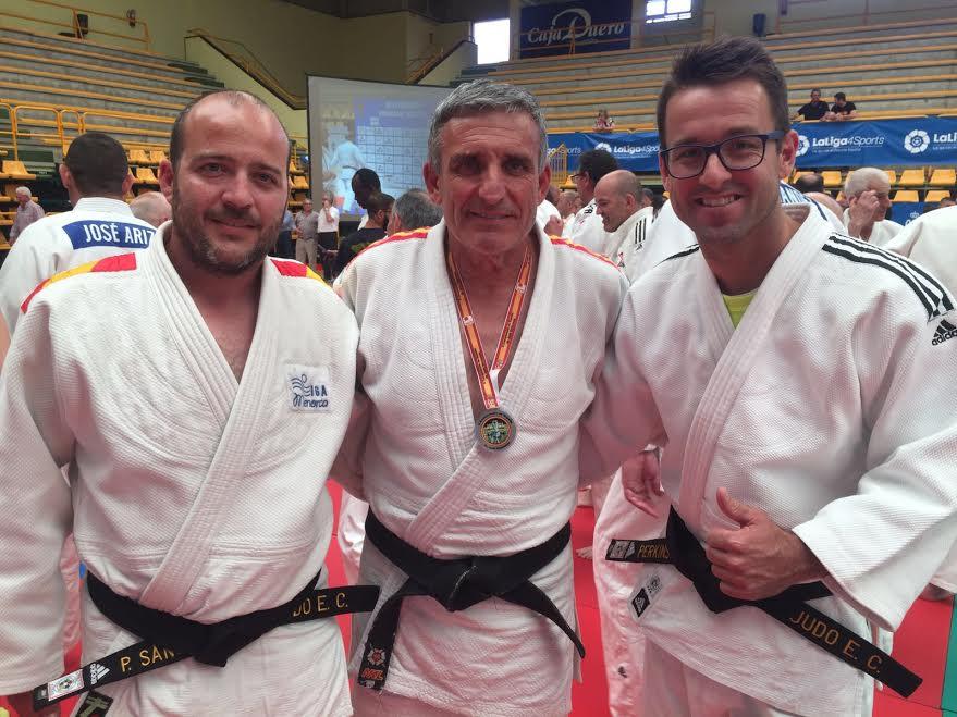 Foto de los tres representantes del Club Judo Es Castell.