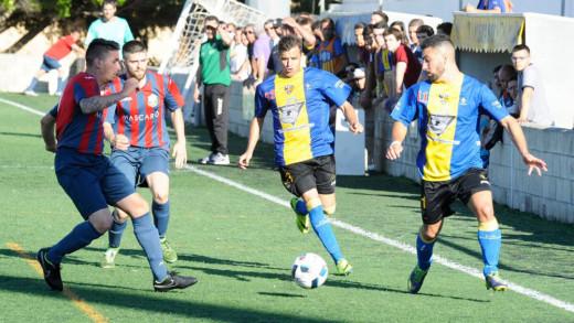 Imagen del duelo entre la Unión y el Ferreries del pasado sábado.
