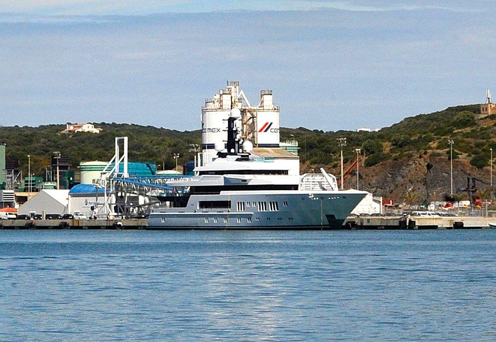 Imagen del yate Hermitage en el puerto de Maó (Foto: Tolo Mercadal)
