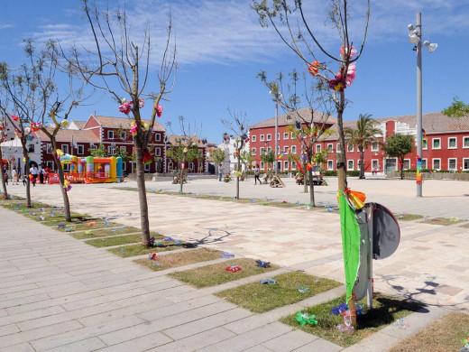 (Fotos) Floreix Es Castell llena de colorido el casco urbano