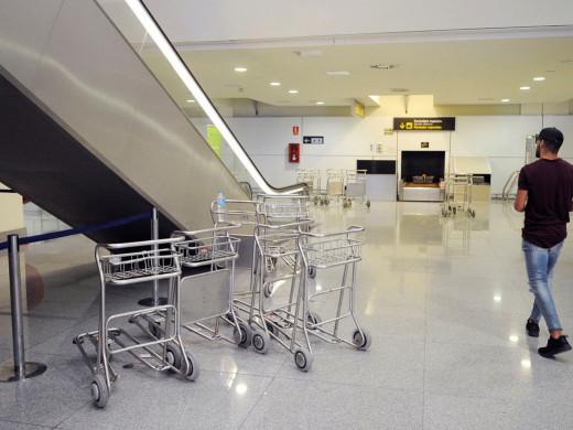 La huelga de limpiadoras en el aeropuerto arranca con tranquilidad
