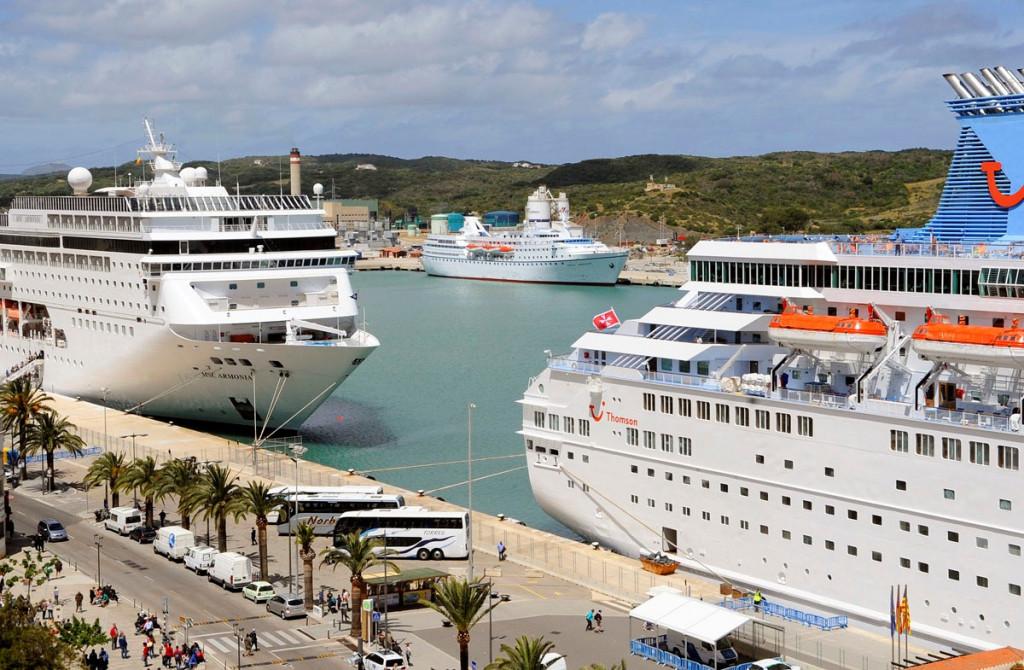 El PP pide  que el Govern elabore un estudio sobre los efectos de los cruceros en el puerto de Maó