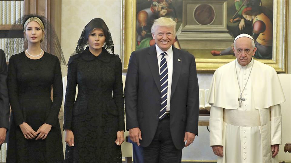 Esta es la imagen del encuentro que el presidente de los EEUU y su familia mantuvo con el Papa Francisco.