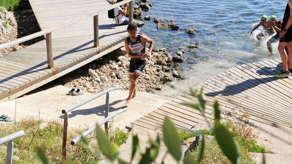 Biel Forteza, saliendo del agua.
