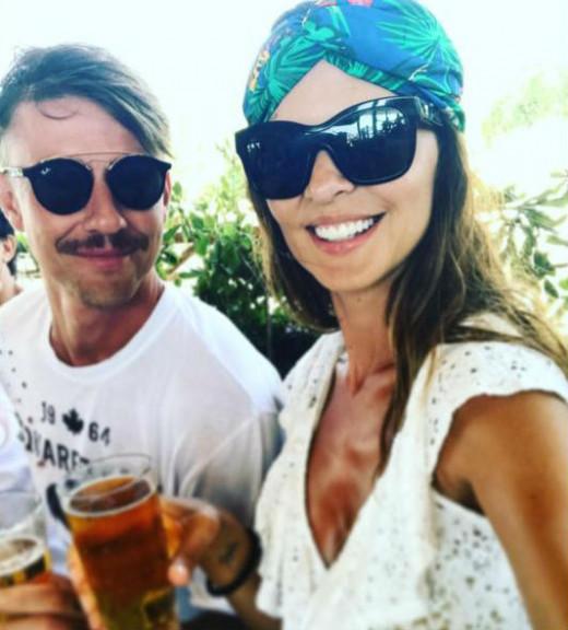 Guti y Romina Belluscio, ayer en Binibeca.