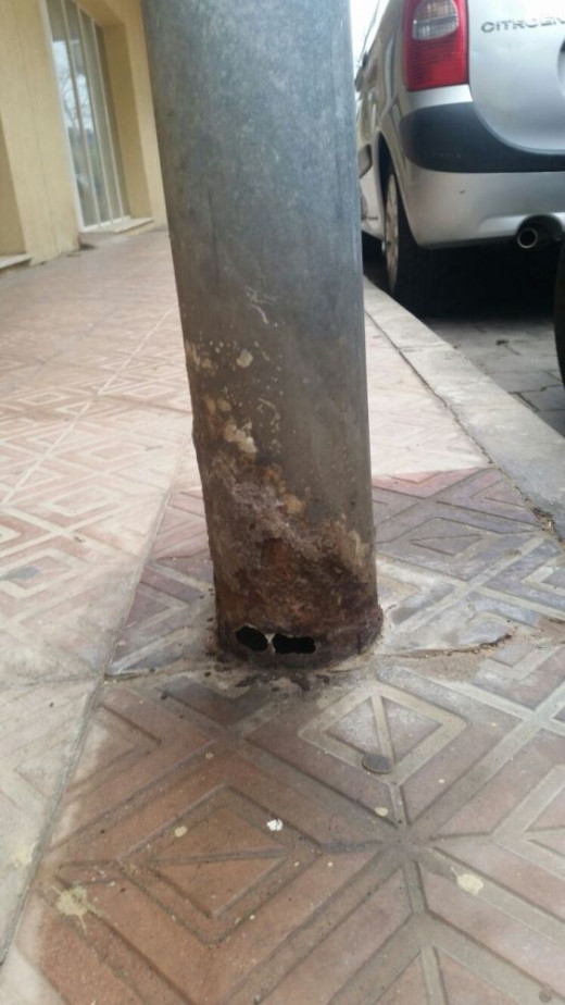Un ejemplo es el de esta farola en Calle Sant Ciril, pero hay más