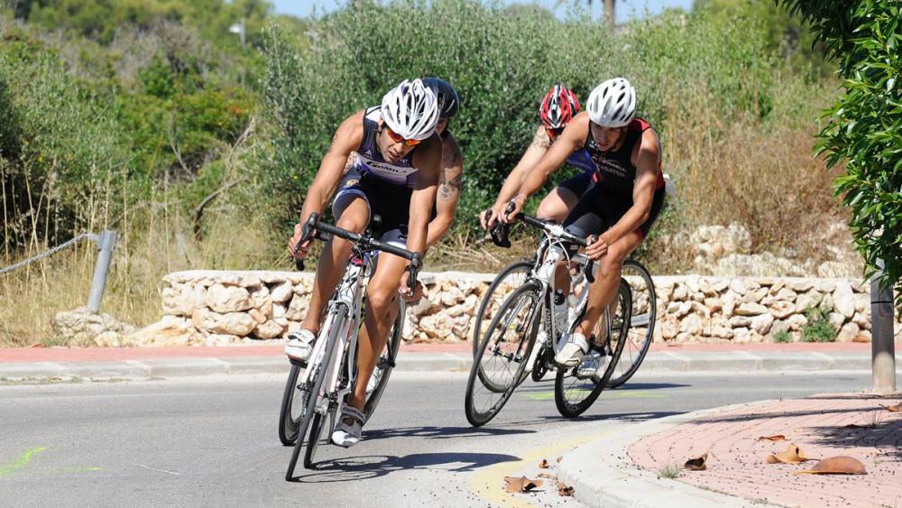 Líderes en el tramo en bicicleta.