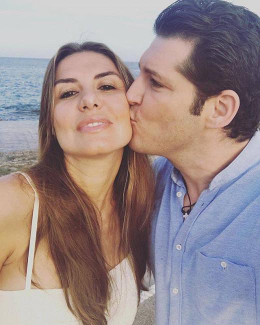 Manu Tenorio, besando a su mujer (Foto: @manutenorio)
