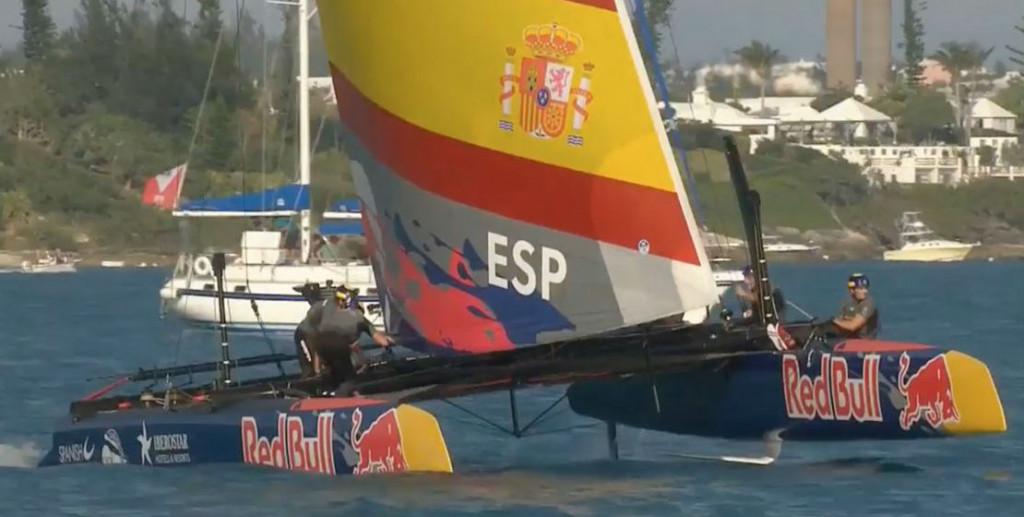 Momento de la regata con el Spanish Impulse en acción