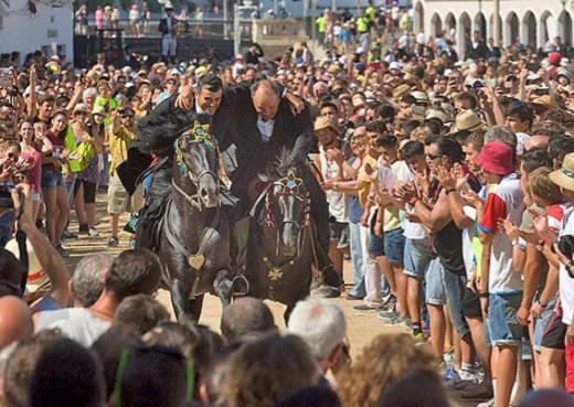 """Momento de los """"Jocs des Pla"""" en Ciutadella (Foto: Tolo Mercadal)"""
