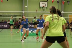 Partido de badminton ante Jersey.
