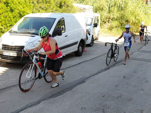 (Galería de fotos) Biel Forteza y Julia Rita reinan en el Triatló d'Es Castell