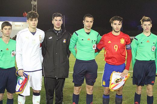 Torras, durante un partido internacional de España sub 17.
