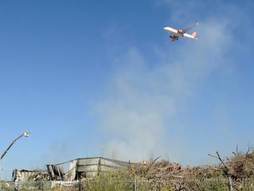 (Fotos) Dudas ante unos restos que todavía arden