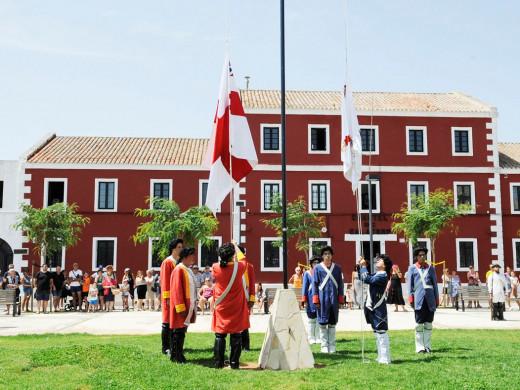 Es Castell recrea de nuevo la devolución de Menorca a España