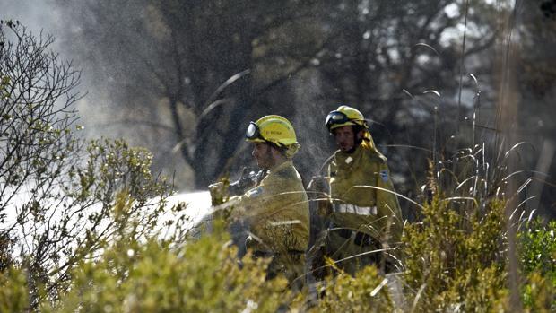 Bomberos en un incendio.