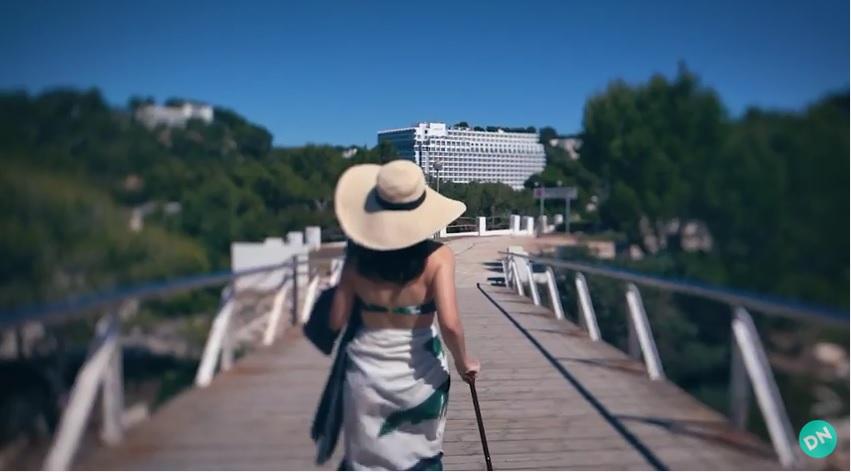 (Lo + viral) Una famosa youtuber brasileña publica su luna de miel en Menorca