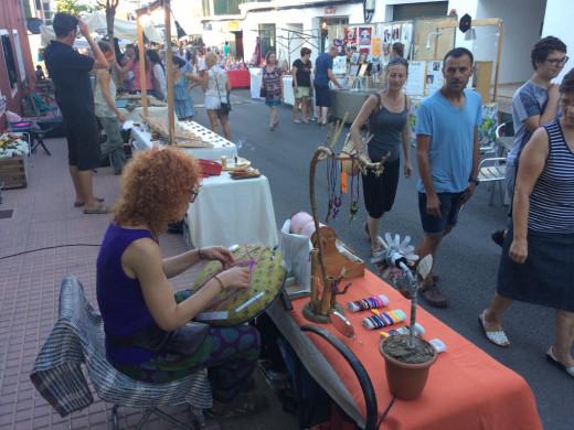 Es Castell estrena su mercado nocturno