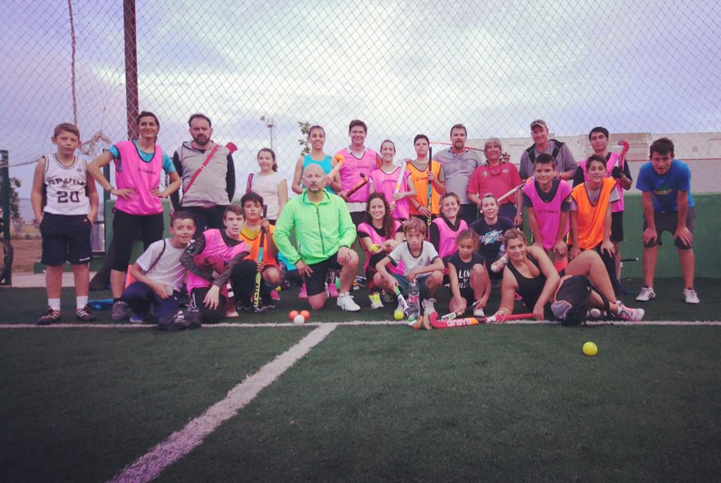 Foto de familia del Menorca Hockey Club.