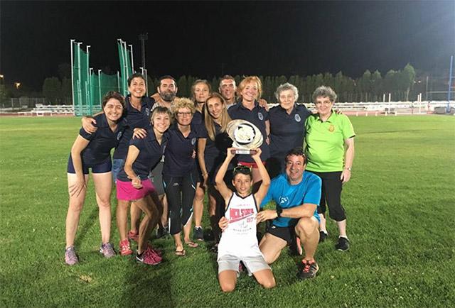 Lita López, con el resto del equipo (Foto: CA Manresa)