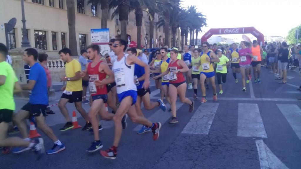 Momento de la salida de la carrera (Foto: Manel Barber)