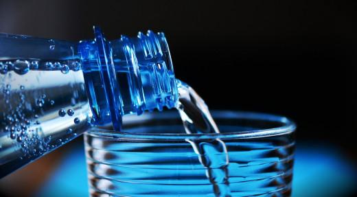 ¿Cual fue el precio más caro que pagó por una botella de agua mineral?