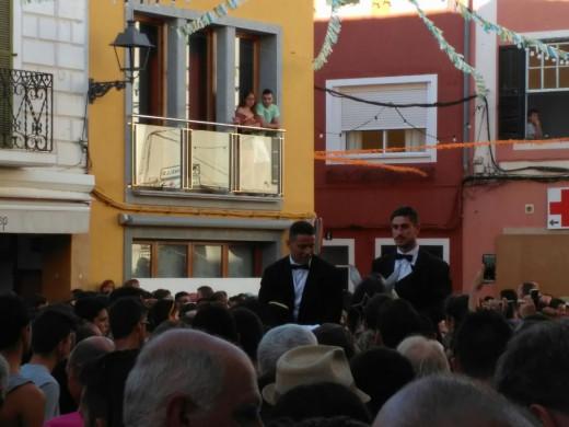 El primer jaleo de Sant Martí hace vibrar Es Mercadal