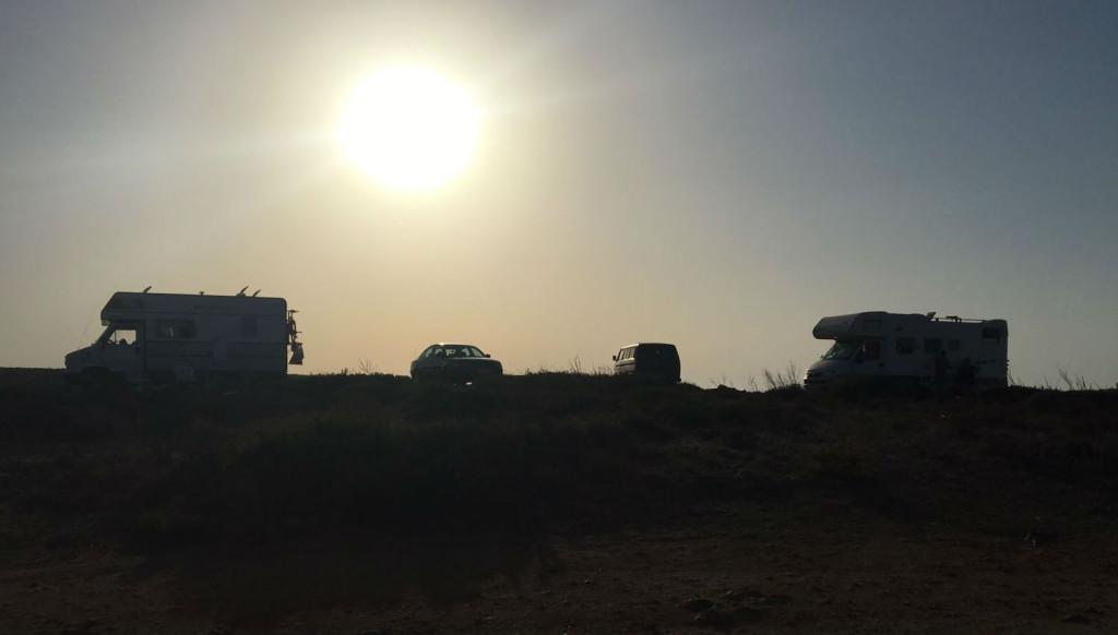 Autocaravanas en Cala Viola.