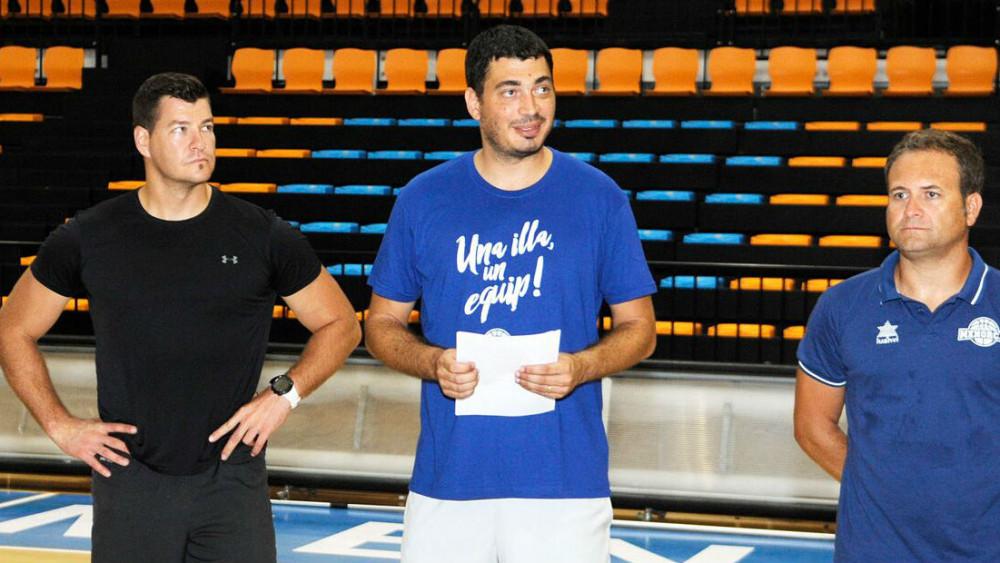 El técnico Oriol Pagès en el centro