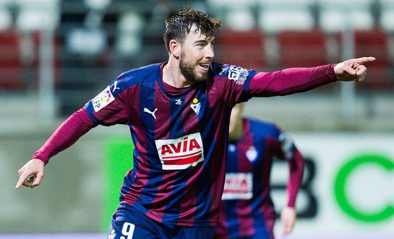 Enrich, celebrando un gol.